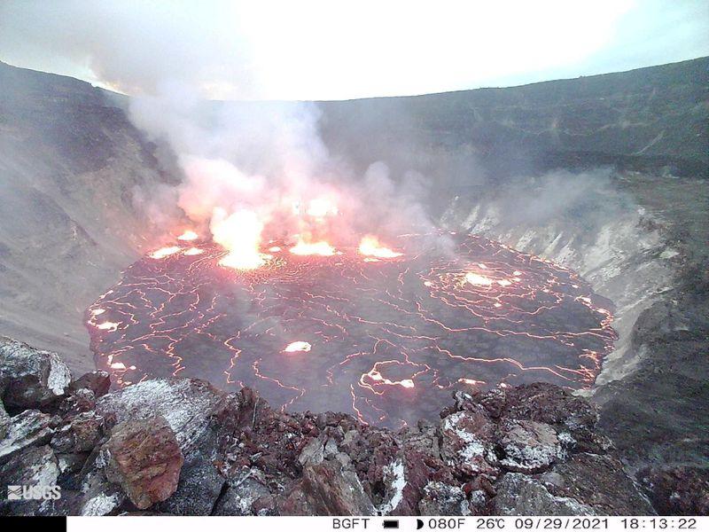 Volcán Kilauea de Hawái entra en erupción por vez primera en casi un año | Volcán