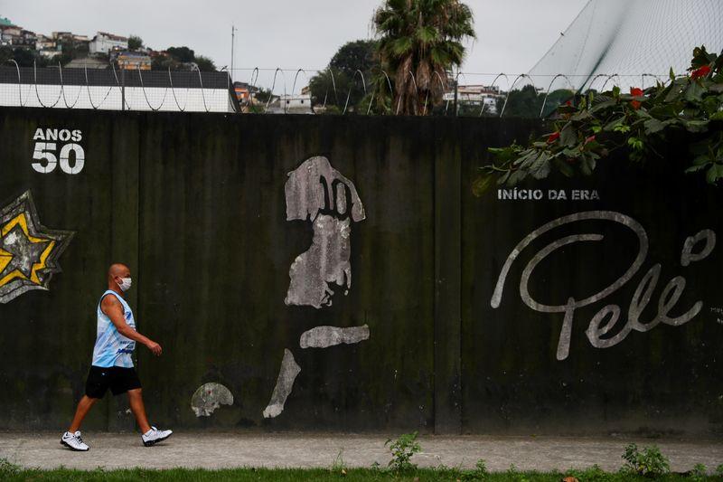 Pelé sale de hospital brasileño para someterse a quimioterapia   Pelé