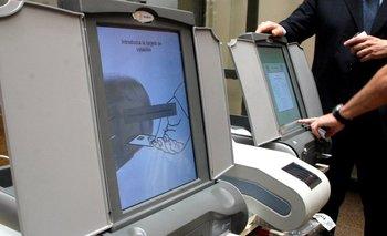 Reforma electoral: casi $3 mil de multa por usar el celular en los lugares de votación   Macri presidente