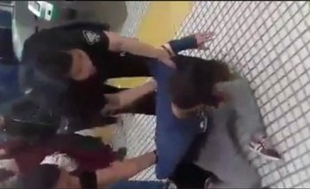 Repudiable: La policía de la Ciudad detuvo a una pareja de lesbianas por besarse   Ciudad