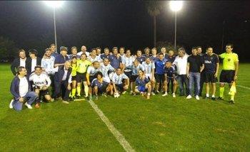 En medio de la crisis, Macri jugó al fútbol en Olivos con Riquelme y otras glorias de Boca | Claudio avruj