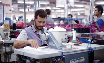 Fábrica de zapatillas de Misiones quiere despedir a 400 trabajadores  | Desempleo