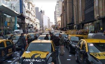 Taxistas se movilizan en defensa de los puestos de trabajo y el incumplimiento de las leyes | Ciudad