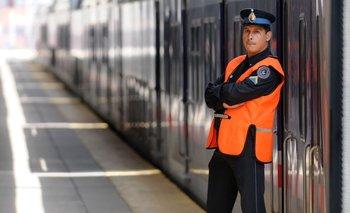 El Gobierno ordena a las fuerzas de seguridad demorar y pedir DNI en los trenes | Policía federal