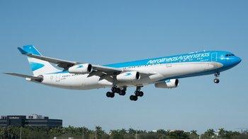 Se descompensó en pleno vuelo desde España por síntomas | Coronavirus en argentina