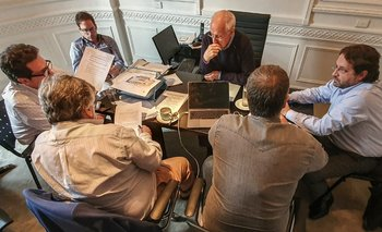 Lavagna se prepara junto a su equipo para el debate presidencial | Elecciones 2019