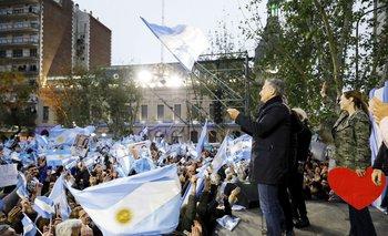 Larga fila de jóvenes para buscar trabajo en Mar del Plata | Elecciones 2019