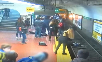 Un hombre se desmayó, tiró a una mujer a las vías del subte y la gente impidió una tragedia | Subte