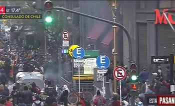 TN y A24 quisieron tapar la represión y a los infiltrados de la marcha por Chile | Crisis en chile
