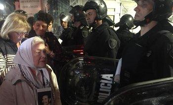 Al menos 9 detenidos en el centro porteño tras las manifestaciones por la crisis en Chile   Crisis en chile