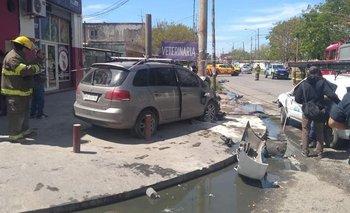 Un auto perdió el control y atropelló a una madre y sus hijas de 2 y 16 | Accidente