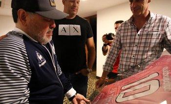 "En honor a ""La Tota"": el regalo que hizo emocionar a Maradona | Emotivo"