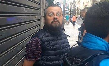 La Policía detuvo a un periodista por preguntar porqué se llevaban detenido a un joven | Policía de la ciudad
