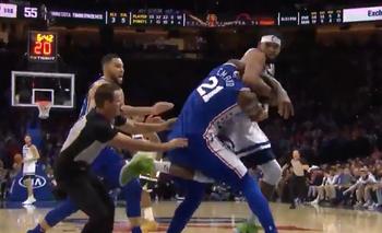 Impactante pelea con golpes de puño en la NBA | Video