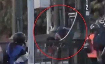 Chile: detuvieron al carabinero que arrojó al río a un manifestante | Sebastián piñera