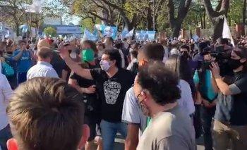 Tenso cruce entre manifestantes a favor de Alberto y de Macri | Quinta de olivos
