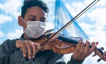 La historia de Dylan, el violinista que tocó la marcha peronista  | Redes sociales