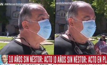 Fue a Plaza de Mayo a recordar a Néstor, lloró en vivo y el video se viralizó | Néstor kirchner