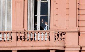Néstor Kirchner: Alberto saludó a las personas que fueron a Plaza de Mayo | Casa rosada