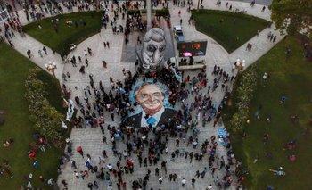 La impactante pintada de Néstor Kirchner en Plaza de Mayo  | Homenaje a néstor kirchner