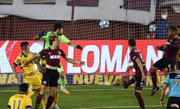 Polémica: la mano de Sand que le dio el empate de Lanús a Boca | Fútbol argentino