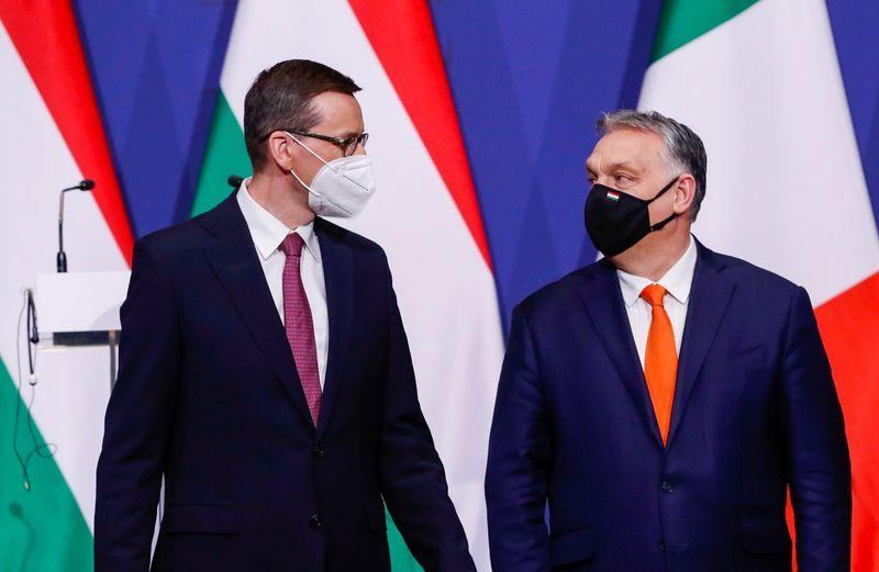 La UE podría aprobar los planes de gasto de Polonia y Hungría con condiciones | Ue