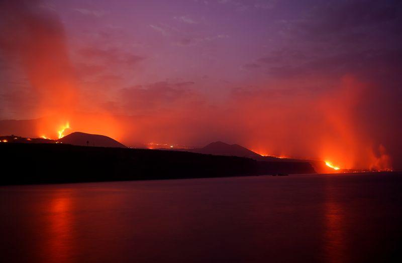 Se abre una nueva boca eruptiva en el volcán de La Palma | Volcán