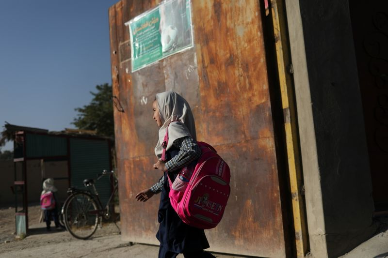 Niñas afganas confinadas y sin esperanza de volver a las escuelas | Afganistán