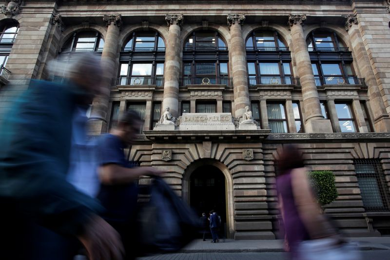 Subgobernador banco central México ve una o dos alzas más de tasa clave | México