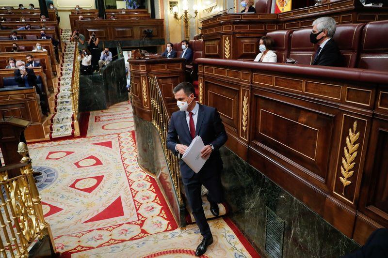 España prevé un aumento salarial del 2% para todos los funcionarios | Política