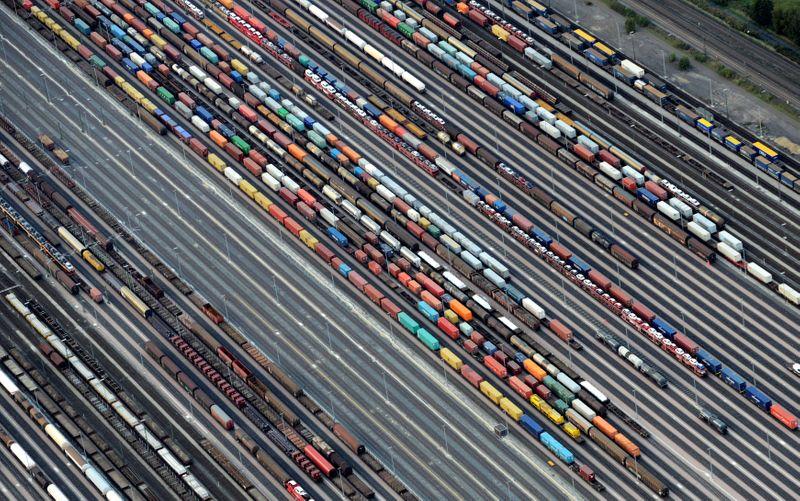 El superávit comercial de la zona euro resultó menor de lo previsto en agosto   Comercio
