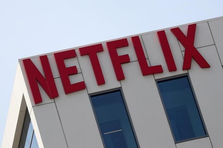 Histórica protesta de trabajadores de Netflix por comentarios homofóbicos de un humorista | Televisión