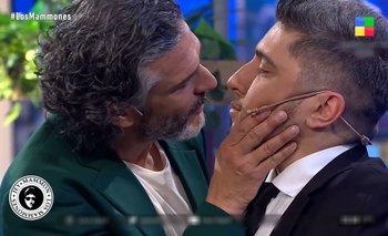 Los Mammones: Leonardo Sbaraglia y Jey Mammón se besaron en vivo | Televisión