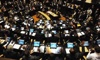 Tras una agitada sesión, se aprobó el Presupuesto bonaerense | Presupuesto 2015