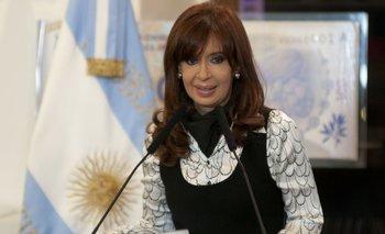 Cristina reapareció por teléfono durante un acto oficial | Axel kicillof