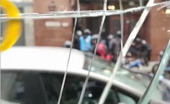 VIDEO: Policías tirando piedras en la marcha contra el Presupuesto 2019 | Ciudad