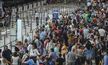 Cancelan 57 vuelos por falta del pago de la cláusula gatillo | Aerolíneas argentinas
