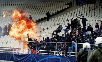 Violencia en el fútbol europeo: El AEK y Ajax se lanzaron bombas molotov en pleno partido | Violencia en el fútbol