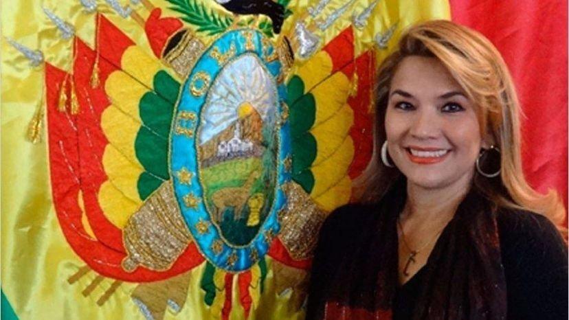 La vicepresidenta del Senado anuncia que asume la presidencia de Bolivia