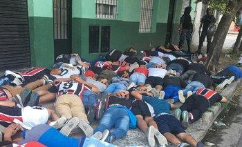 Enfrentamientos en la barra de Chacarita: 100 detenidos  | Nacional b