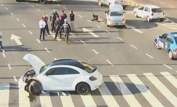 Un futbolista protagonizó un choque en pleno obelisco tras cruzar en contramano | Choque de autos
