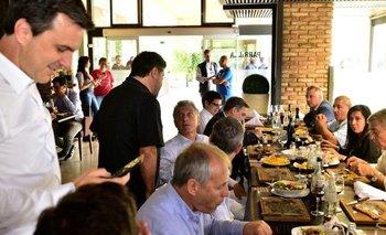 Macri se cruzó con Caruso Lombardi y hablaron de fútbol   Córdoba