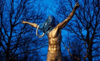 El calvario de Ibrahimovic en Suecia: quemaron su estatua | Fútbol