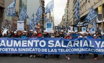 Empleados de telefonía realizan un paro de 24 horas por mejora salarial | Medida gremial