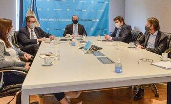 Los bonistas presionan para que Argentina cierre un acuerdo con el FMI | Deuda con el fmi