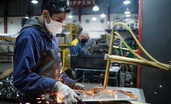 La producción industrial creció 1,6% en febrero, cuarta suba consecutiva | Reactivación económica