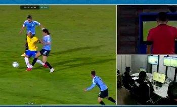 El brutal planchazo por el que Cavani no podrá jugar ante Argentina | Fútbol