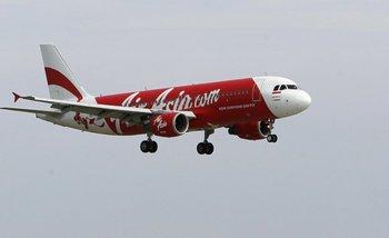 Hallan el avión de AirAsia y recuperan 40 cuerpos | Sociedad