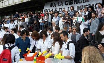 Por el recorte en ciencia caen un 60% los ingresos al CONICET   Macri presidente