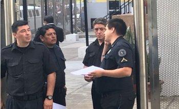 Con policías en la puerta y listas negras, el Gobierno vacía el ENACOM y despide a más de 100 trabajadores   Afsca